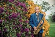 Franz Mattmann (89) mit seinem Saxofon. (Bild: Boris Bürgisser (Eschenbach, 16. Mai 2018))