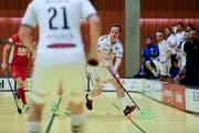 Markus Grüter (am Ball) hat 13 Jahre lang für die Zuger gespielt. (Bild: Maria Schmid).