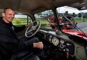 Marcel Spengler, Präsident der «IG Rundhauber», in einem Oldtimer-Feuerwehrauto. (Bild: Eveline Beerkircher (Luzern, 17. Mai 2018))