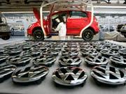 Produktion des VW-Golfs in der Volkswagen-Fabrik in der deutschen Stadt Wolfsburg. (Bild: KEYSTONE/AP/KAI-UWE KNOTH)