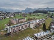 Das Kirchfeld - Haus für Betreuung und Pflege aus der Luft. (Bild: Pius Amrein (Horw, 19. Februar 2018))