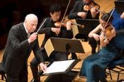 Ein historischer Moment: Bernard Haitink dirigiert erstmals im Konzert die Festivals Strings Lucerne. (Bild: Eveline Beerkircher; KKL, 23. Mai 2018)