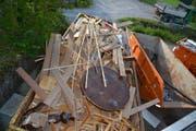 In der Mulde entsorgt: die Überreste des Inventars. (Bild: Beat Lanzendorfer)