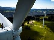 Die Stromproduktion durch Windenergie fristet in der Schweiz ein Mauerblümchen-Dasein. (Bild: KEYSTONE/VALENTIN FLAURAUD)