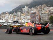 Daniel Ricciardo im Red Bull in den Strassen von Monte Carlo (Bild: KEYSTONE/AP/LUCA BRUNO)