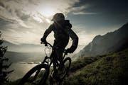 Ein Biker unterwegs im Kanton Obwalden. (Bild: Roger Grütter)
