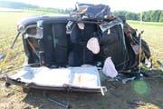 Die Verletzten mussten durch die Strassenrettung der Feuerwehr Region Sursee und den Rettungsdienst aus ihren Fahrzeugen geborgen werden. (Bild: Luzerner Polizei)