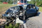 Bei der Frontalkollision wurden beide Lenker in ihren Autos eingeklemmt. (Bild: Luzerner Polizei)