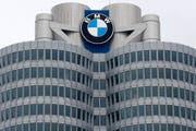Die Unternehmenszentrale des Autobauers BMW in München. (Bild: Matthias Schrader/AP (München, 21. März 2018))