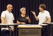 Die ehemalige TZ-Redaktorin Esther Simon moderiert das Podium mit Bruno Niedermann und Jorim Schäfer. (Bild: Reto Martin)