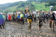 Im letzten Jahr regnete es in Ennetbühl stark. Der guten Stimmung tat der Schlamm keinen Abbruch. (Bild: Michael Hug)