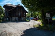 Neben dem Salzmagazin auf dem städtische Eichwald-Areal sollen bis 2022 zwei Neubauten mit Genossenschaftswohnungen und Gewerberäumen entstehen. Bild: Philipp Schmidli (25. Mai 2018)