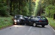 Beim Unfall wurden zwei Personen verletzt. (Bild: Luzerner Polizei)