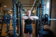 Ein wichtiger Bestandteil im Training von Joel Wicki: Krafttraining im Sport Rock in Willisau. (Bild: Dominik Wunderli (Willisau, 8. April 2015))