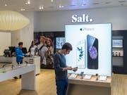 Dank höheren Preisen für Smartphones und mehr Abokunden konnte Salt die Umsatzrückgänge der Vorquartale zum Jahresbeginn stoppen. (Bild: KEYSTONE/GAETAN BALLY)