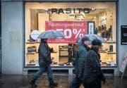 Inzwischen ein gewohntes Bild: Räumungsverkauf in einem Geschäft in der St.Galler Altstadt. (Bild: Benjamin Manser - 2. Februar 2015)