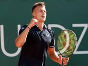 Marton Fucsovics ballt die Siegesfaust und steht im ersten ATP-Final seiner Karriere (Bild: KEYSTONE/EPA KEYSTONE/SALVATORE DI NOLFI)