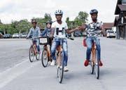 Den Schülern des IBA macht das Fahrradfahren sichtlich Freude. (Bild: Werner Schelbert (Zug, 24. Mai 2018))