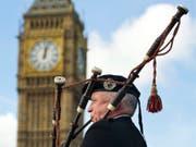 Ohne Grossbritannien könnten Schottinnen und Schotten mehr Geld haben, wie eine neue Studie verspricht. (Bild: KEYSTONE/EPA/FACUNDO ARRIZABALAGA)