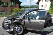 Eines der beim Unfall in Wangen beteiligten Autos. (Bild: Kapo Schwyz, 26. Mai 2018)