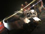 Die Rettungskräfte im Einsatz an der Unfallstelle in Unterschächen. Bild: Kantonspolizei Uri