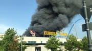 Deutlich zu sehen: Der Brand verursachte dichten Rauch im Europapark. Leserbild Vivienne Koch