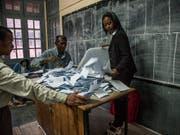 Das oberste Gericht Madagaskars hat die geplanten Wahlen im Land auf die nächste Trockenzeit 2019 verschoben. (Bild: KEYSTONE/EPA/KABIR DHANJI)