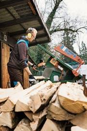 Zivildiensteinsatz im Umwelt- und Naturschutz. Der Bundesrat will die Hürden für den Dienst erhöhen. (Bild: Christian Beutler/Keystone (Orpund, 9. Dezember 2016))