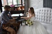 Vor allem Herzen sind als Tattoo-Motive auf Hochzeiten beliebt. Bild: Allebach Photography