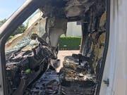 Warum die Fahrerkabine des Lieferwagens Feuer fing, ist noch unklar. Die Polizei schätzt den Sachschaden auf 10'000 Franken. (Bild: Kapo TG)