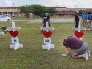 Überlebende des Schulmassakers an einer Schule in Texas schliessen sich der neuen Protestbewegung gegen die Schusswaffengewalt in den USA an. (Bild: Keystone/AP/STEVE GONZALES)