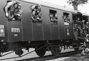 Französische Soldaten starten zu ihrer Heimkehr im Bahnhof Geuensee im Frühling 1941. (Bild: Historischer Verein Geuensee)