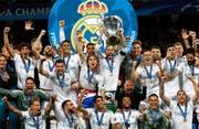 Die Spanier sind nach ihrem Sieg gegen Liverpool in Feierlaune. Bild: AP Photo/Matthias Schrader