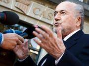 Joseph Blatter ist nach wie vor auch für Medien ein gefragter Mann (Bild: KEYSTONE/VALENTIN FLAURAUD)