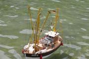 Auch ein originalgetreu nachgebautes Fischerboot war auf dem Seelisberger Seeli unterwegs. (Bild Christoph Näpflin, Seelisberg, 26. Mai 2018)