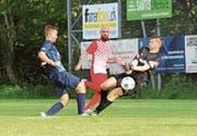 In dieser Szene scheitert Joel Roth am Uzwiler Schlussmann, trotzdem gelangen Ebnat-Kappel sieben Tore. (Bild: Walter Züst)