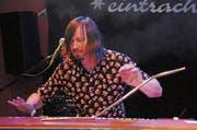 Ein Wahnsinnger an den Keyboards: Lachy Doley und sein umgebautes «Whammy Clavinet». (Bild: Michael Hug)