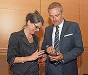 Präsident Stefan von Holzen vereinbart kurz nach der Wahl erste Termine mit Vizepräsidentin Regina Durrer. (Bild: Robert Hess (25. Mai 2018))