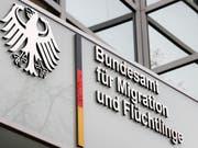 Das Bundesamt für Migration und Flüchtlinge (Bamf) steckt in einem Skandal um unrechtmässige Asylbescheide. (Bild: KEYSTONE/EPA/FELIPE TRUEBA)