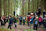 Das Publikum geniesst den Empfang des Jodelclubs Bergfinkli. (Bild: Heidy Beyeler)