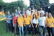 Die Mitarbeiter der Dorfschreinerei Simmen mit den Betreuern der Pistolenschützen Altdorf-Erstfeld. (Bild: Paul Gwerder (Altdorf, 25. Mai 2018))