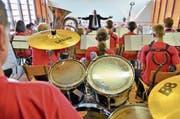 Das 50-köpfige Orchester der JMAH gibt im Seeparksaal unter Leitung von Thomas Gmünder sein Abschlusskonzert. (Bild: Max Eichenberger)