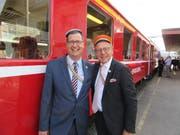Altherrenpräsident Stefan Keller und OK-Präsident Daniel Schorro vor der historischen Zugskomposition der Zentralbahn. (Bild: Benno Schmid/PD)