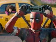 """Ryan Reynolds spielt in einer Szene von """"Deadpool 2"""". Der Film hielt sich am Wochenende vom 24. bis 27. Mai 2018 an der Spitze der Schweizer Kinocharts. (Bild: Keystone/AP Twentieth Century Fox/)"""