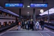 Ab Fahrplanwechsel im Dezember sollen Passagiere nicht mehr direkt von Luzern zum Flughafen reisen können. (Bild: Boris Bürgisser, Luzern 27. März 2017)