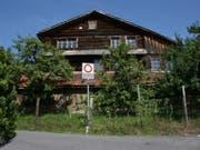 Das 700-jährige Holzhaus in Steinen SZ beschäftigt nun auch den Bund - er hat eine superprovisorische Verfügung gegen einen Abbruch erlassen. (Bild: Schweizer Heimatschutz)