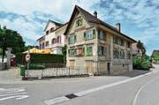 Der «Ochsen» (links) soll mit einer Platzgestaltung unter Einbezug des Farinoli-Hauses (rechts) neu gebaut werden. (Bild: Max Eichenberger)
