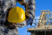 Seit 2006 können alle Bauarbeiter mit 60 Jahren in Rente gehen. Nun sind die Baumeister und die Gewerkschaften erneut im Gespräch. (Bild: Fotolia)