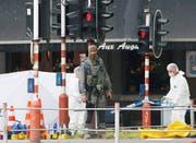 Polizeikräfte untersuchen den Tatort in Lüttich. (29. Mai 2018, Julien Warnand/EPA