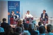 Die Arbeitswelt von morgen ist auch am Public Forum in St.Gallen ein heiss diskutiertes Thema: Moderator Urs Gredig und die beiden Professoren Patrick Emmenegger und Peter Hettich im Gespräch (von links). (Bild: Urs Bucher)